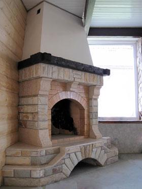 камин отделанный кирпичом