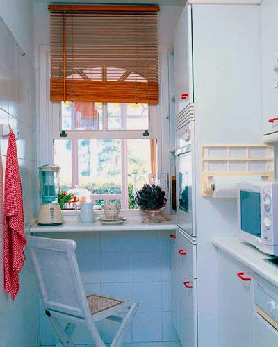 окно на маленькой кухне