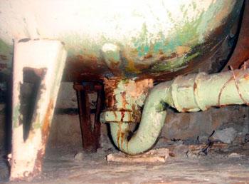 замена чугунного сифона под ванной