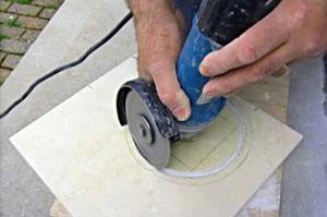 как вырезать круг в плитке